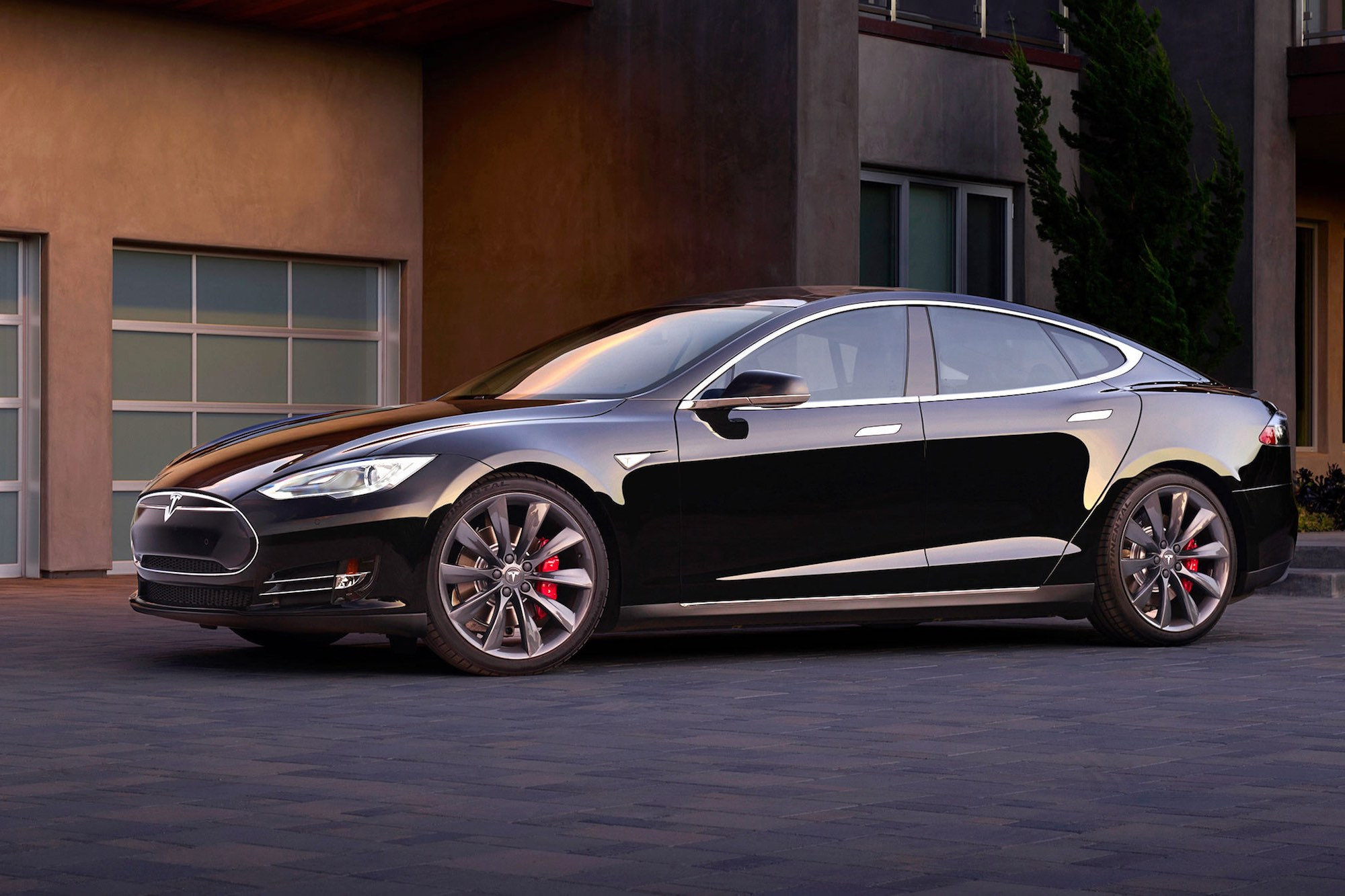 Tesla Model S in black with Turbine Wheels